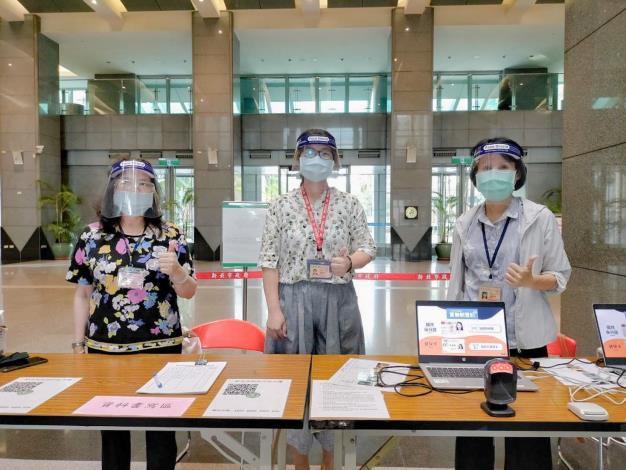 一線人員戴防護面罩加強防護(新北地政局提供)_圖示