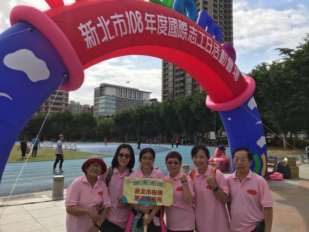 國際志工日內容包含創意嘉年華彩妝秀、趣味競賽、家庭野餐趣等活動之照片。(共6張)-5_圖示