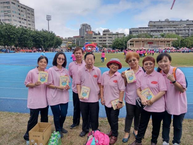國際志工日內容包含創意嘉年華彩妝秀、趣味競賽、家庭野餐趣等活動之照片。(共6張)-4_圖示