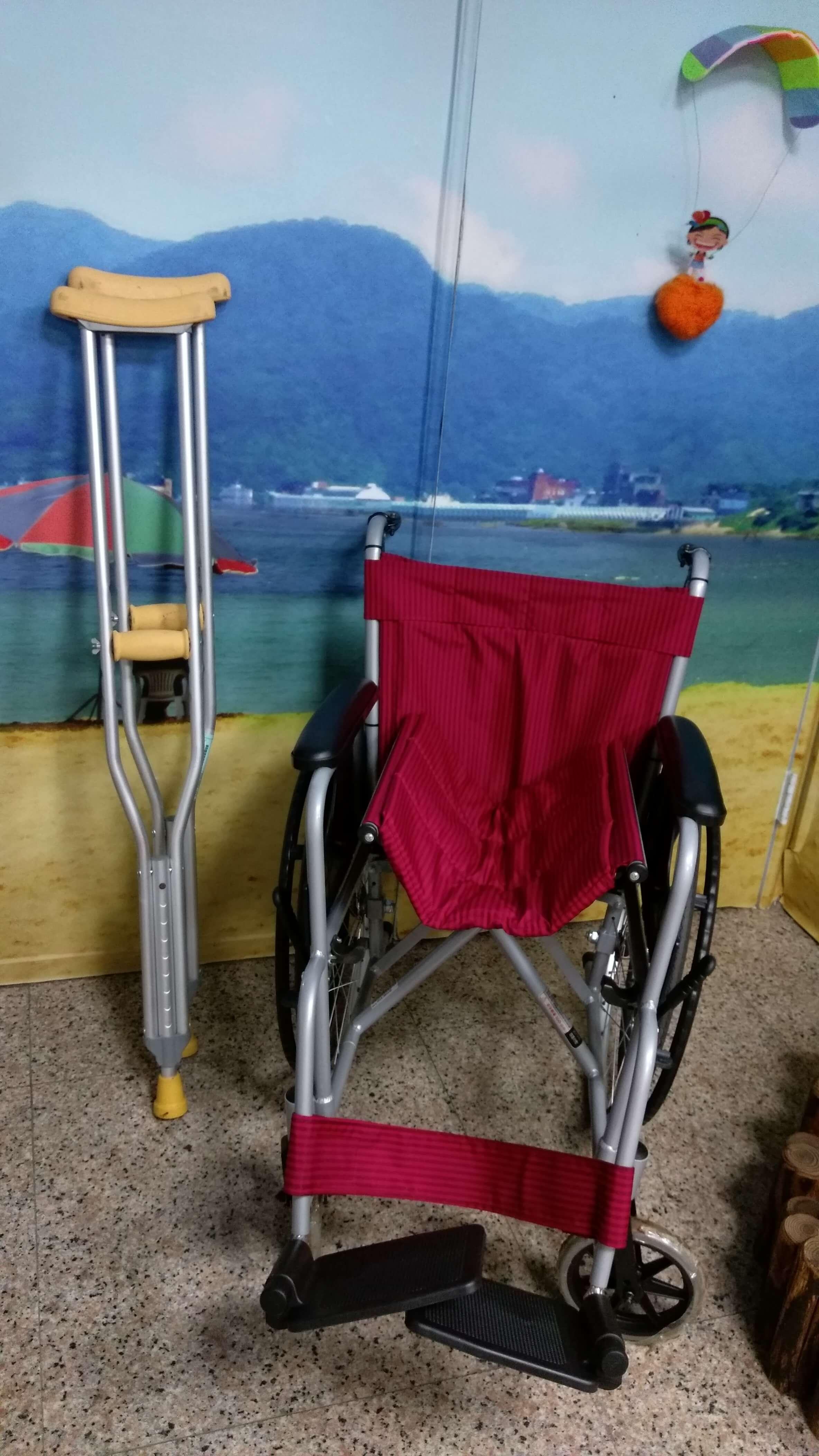 愛心輪椅、手扶架(拐杖)
