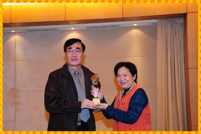 本局榮獲100年度第4季「本府行政大樓辦公區管理維護比賽」績優單位第3名_圖示