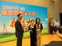 汪林梅桂女士與市長(朱立倫)合照